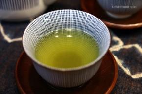 Japanische Teetasse weiß mit blauen Streifen
